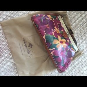 Perfect condition Patricia Nash Large Clutch